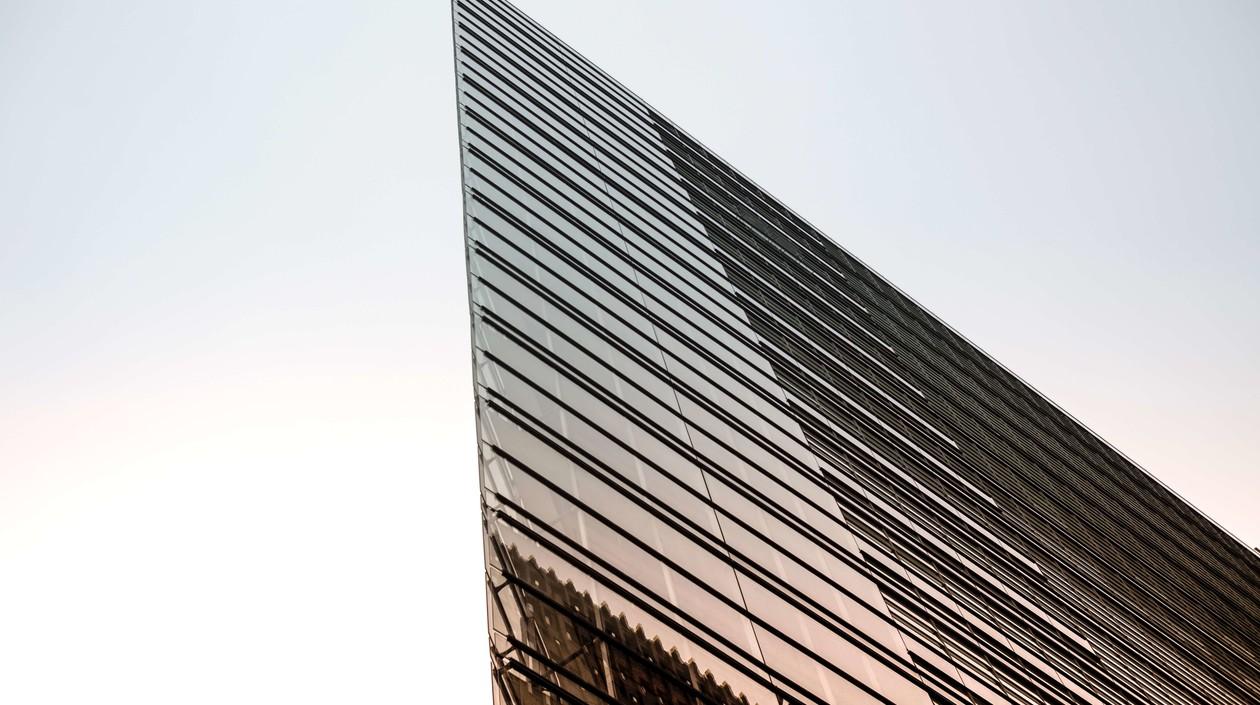 Enterprise 3.0, verglastes Hochhaus Außenansicht, spitz zulaufend